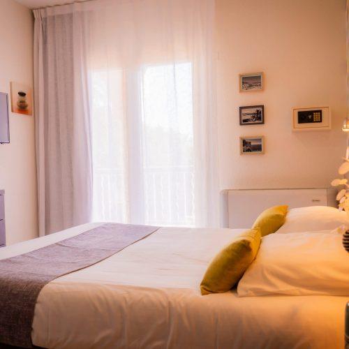 Chambre Confort terrasse - vue lit complete