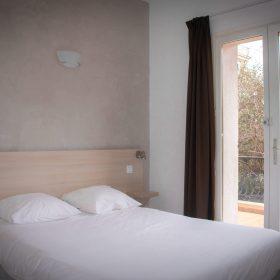 Chambre standard balcon - lit grand angle avec balcon