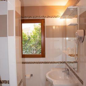 Chambre standard balcon - salle de bain