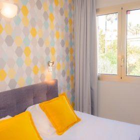 Chambre standard double Jaune - lit coté